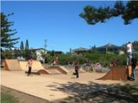 Skate park right next door to Lanis on the Beach